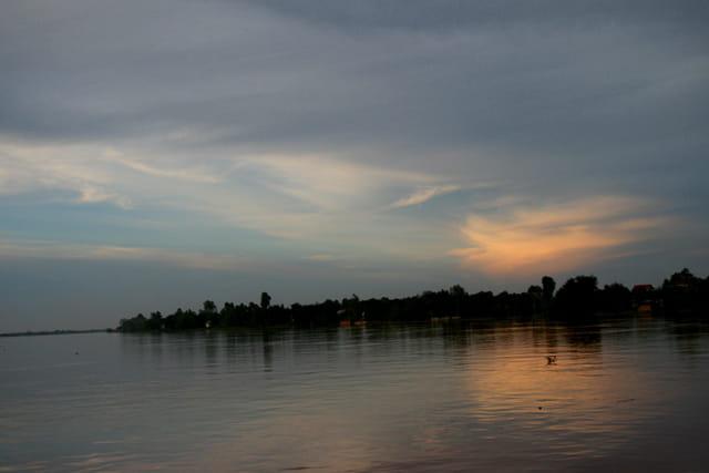 Crépuscule sur le Mékong