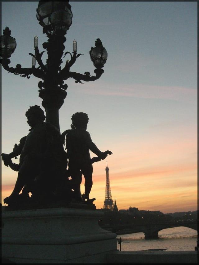 Crépuscule sur les ponts de Paris