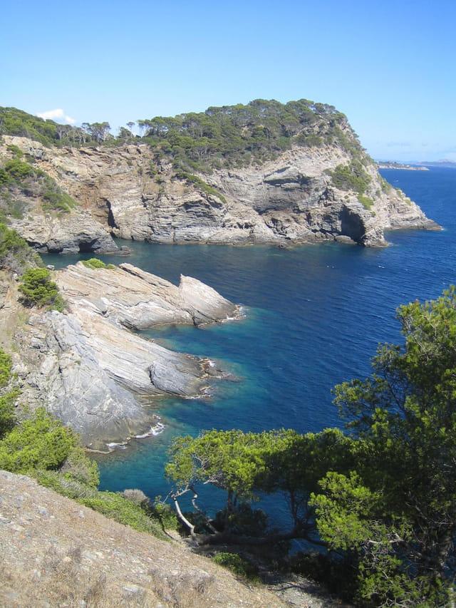 Criques et falaises de Giens