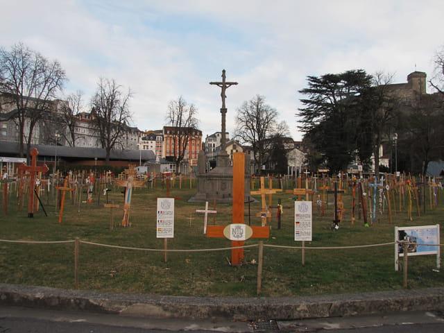 Croix insolites.Lourdes.