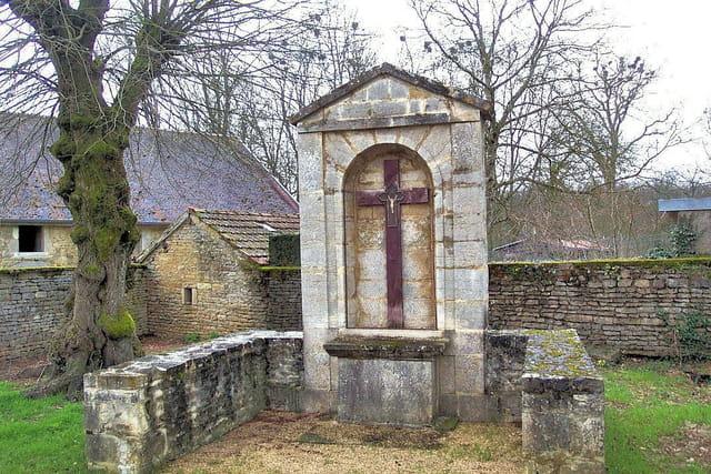 Croix reposoir du XVIIe siècle