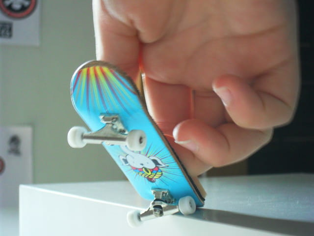 Crooked grind on a Fingerboard