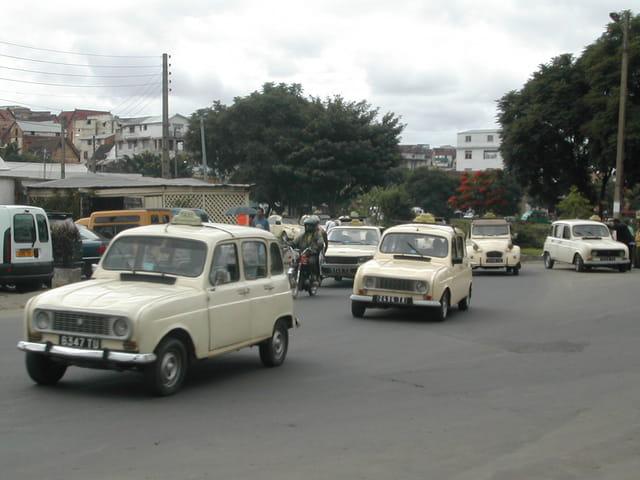 4 L  et 2 CV Taxis
