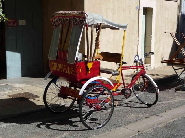 Cyclo-pousse à Lourmarin.