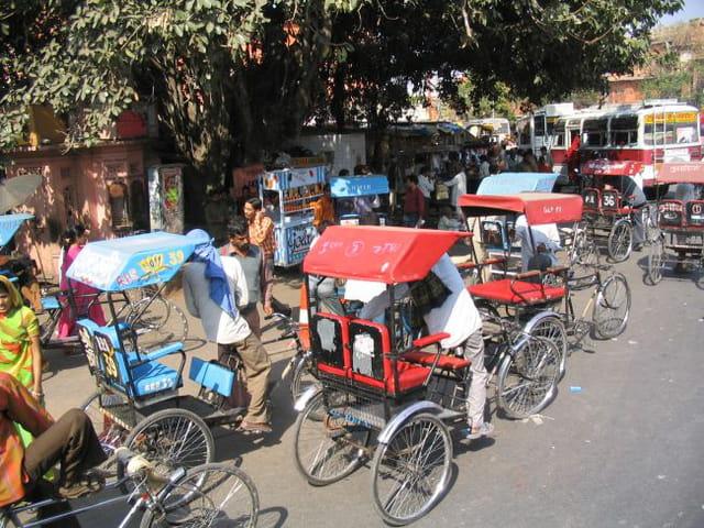 Cyclo-pousse en ville