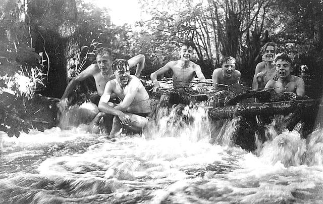 Scout : Dans le ruisseau