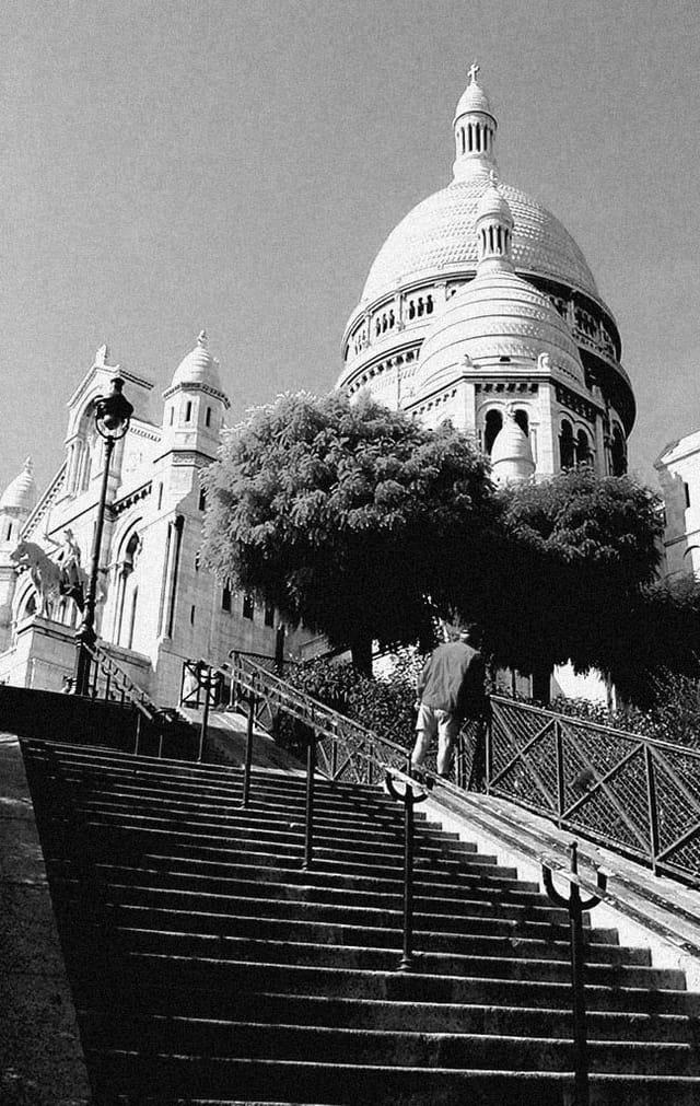 Dans les escaliers de Montmartre