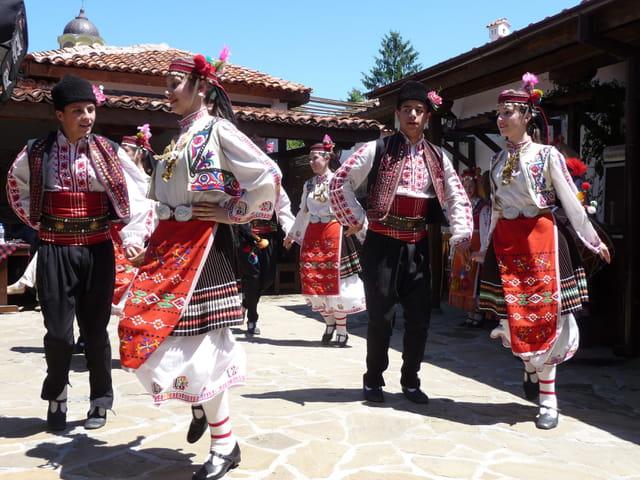 Danses folkloriques bulgares