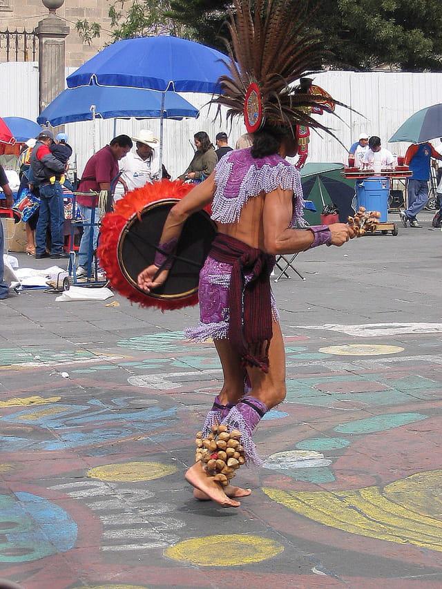 Danseur aztèque