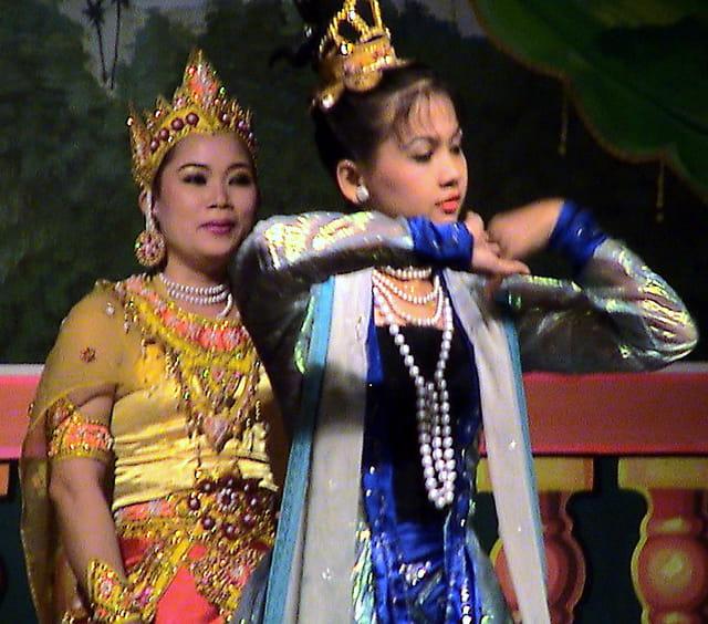 Danseuses birmanes