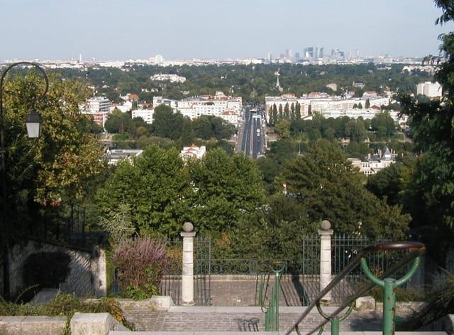 De l'escalier des grottes, vue vers Paris