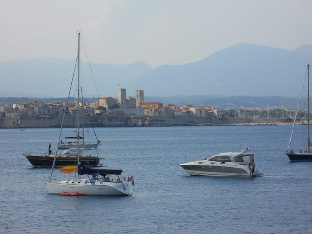 De la mer, des bateaux, et antibes