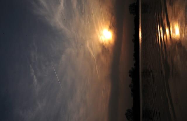 Début de coucher de soleil sur l'étang