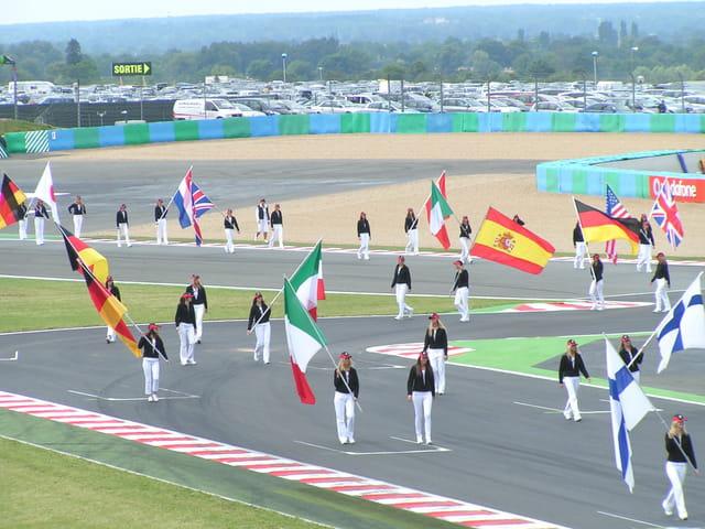 Défilé des drapeaux