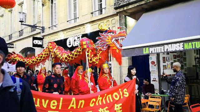 défilé du dragon dans la rue sainte Catherine
