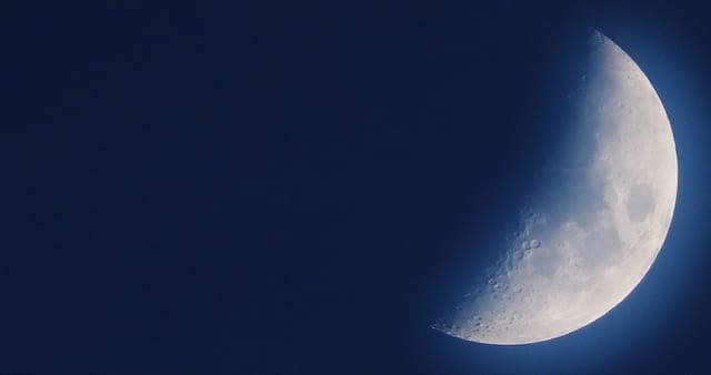 Demi Lune )