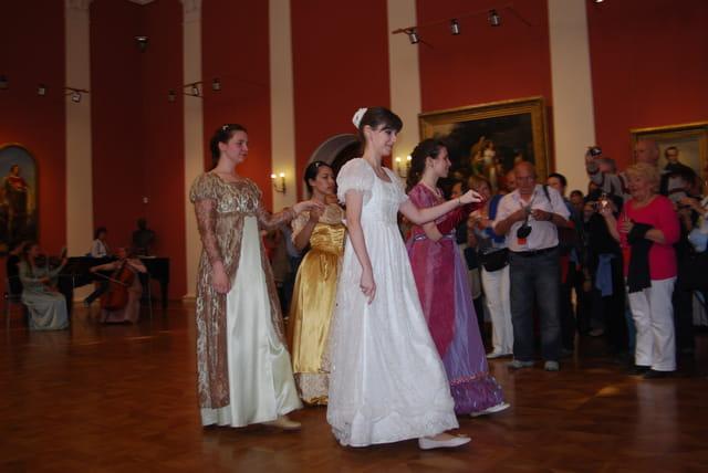 démonstartion de danses de salon au Palais du gouverneur