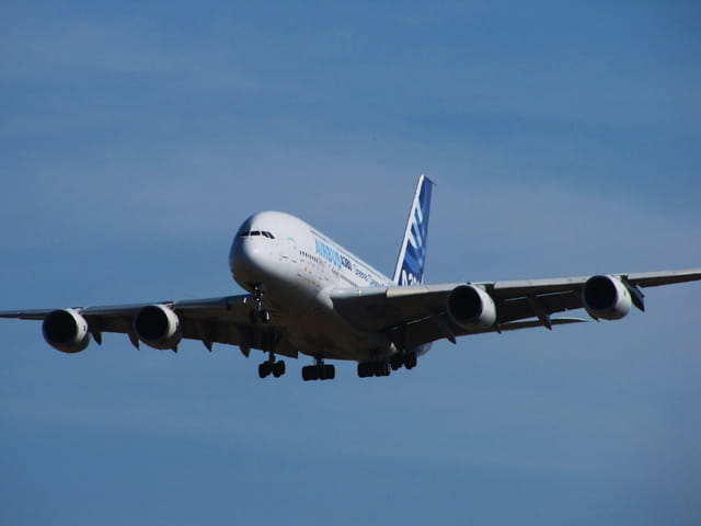 Des énormes ailes d'acier - Airbus A380.