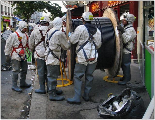 Des ouvriers dans la rue