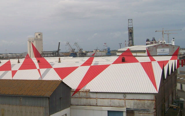 Des triangles sur le chantier naval