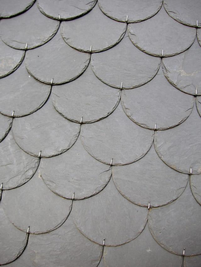 détail de toiture de lauzes