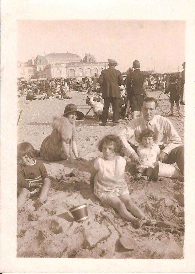 Détente en famille à la plage