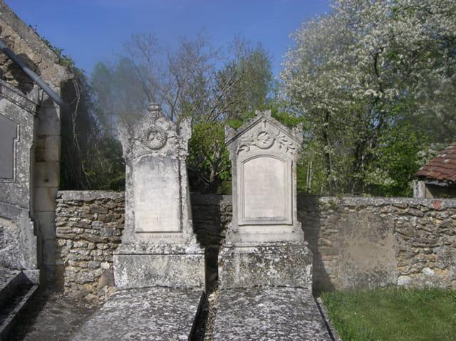 Deux tombes