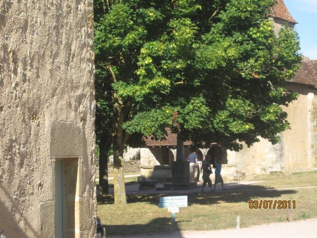 Devant l'Eglise de Nohant (Jacques Tati chez George Sand !)