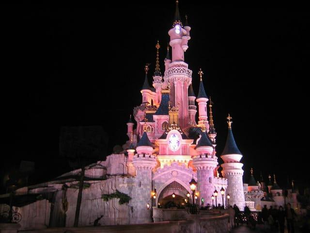 Disneyland paris la nuit le chateau