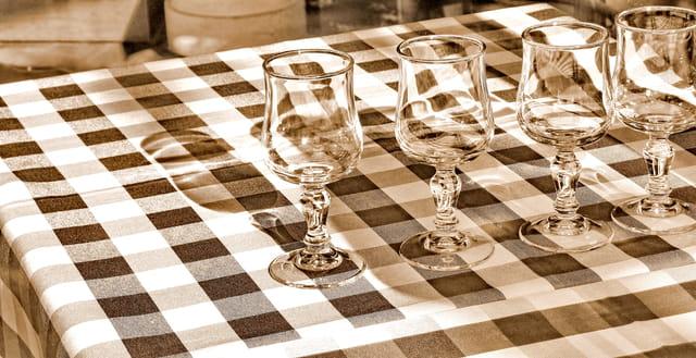dresser la table par genevieve bouffaud sur l 39 internaute. Black Bedroom Furniture Sets. Home Design Ideas