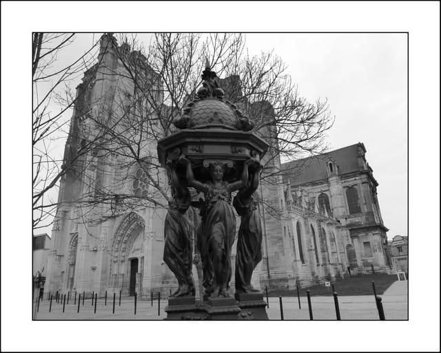 Dreux. Eglise Saint-Pierre & Fontaine Wallace...