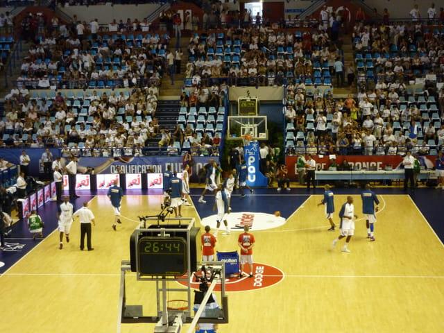 Echauffement de l'équipe de France de Basket au Zénith de Pau le 14 Août 2009