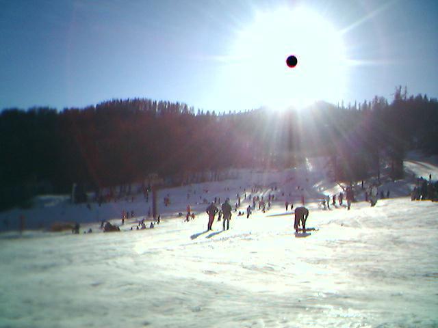 Eclipse sur piste de ski