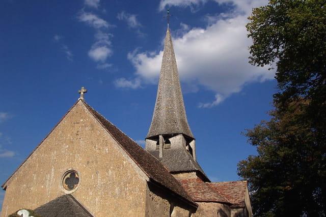 Eglise de Saint-Saturnin et sa belle flèche