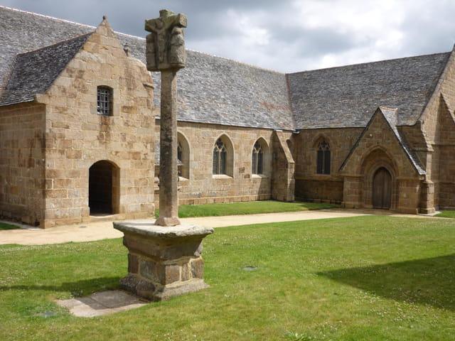 Eglise du Bourg de Trégastel