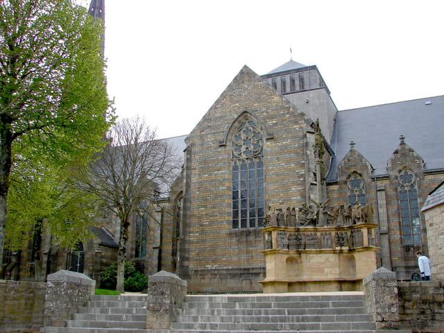 Eglise et calvaire