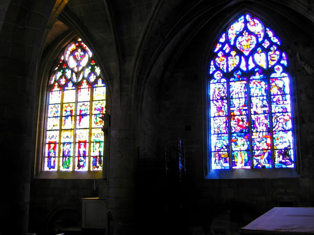 Eglise Saint Sauveur (11) Vitraux