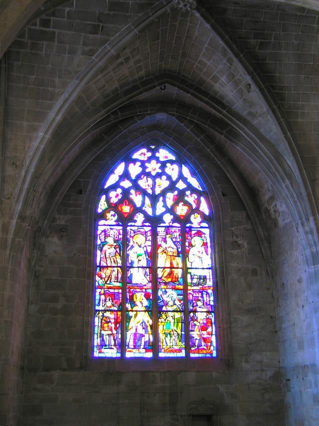 Eglise Saint Sauveur (13) Vitraux