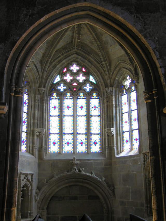 Eglise Saint Sauveur (15 Vitraux)