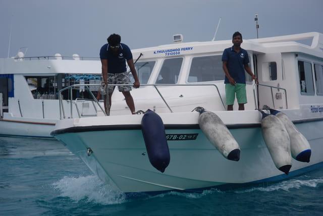en bateau aux Maldives