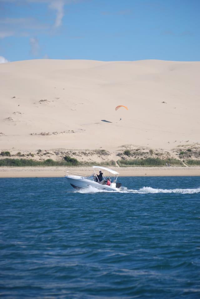 en bateau le long de la dune du Pyla