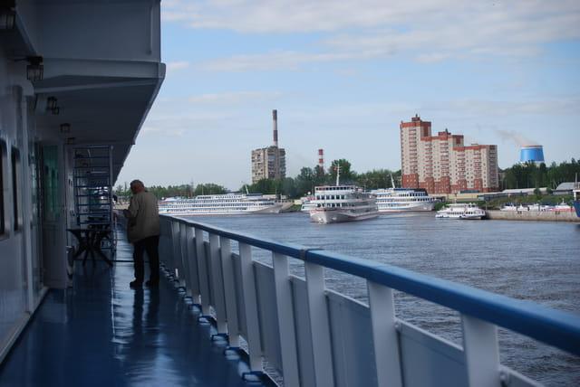 en bateau sur la Néva