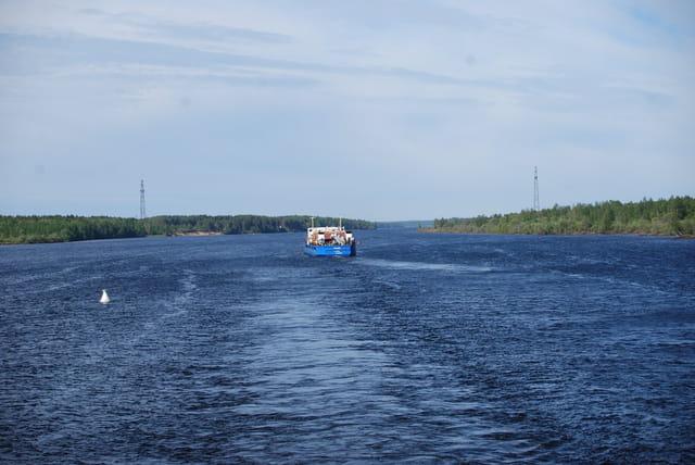 en bateau sur la rivière Svir