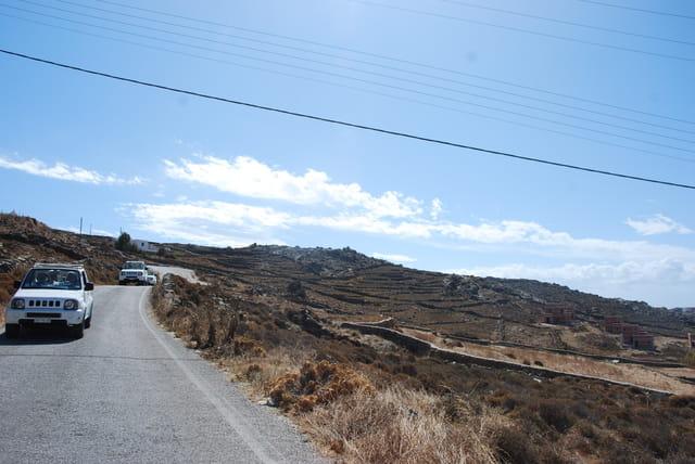 en jeeps à l'interieur des terres e Mykonos
