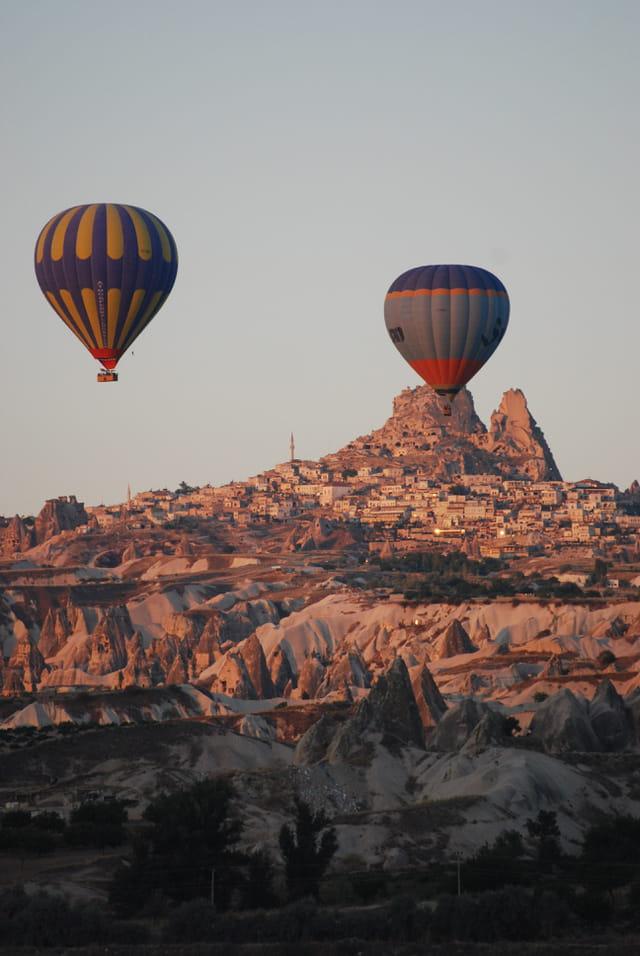 En montgolfière au dessus de la Cappadoce