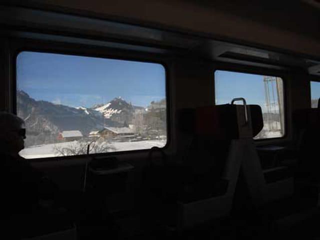 En train dans la neige