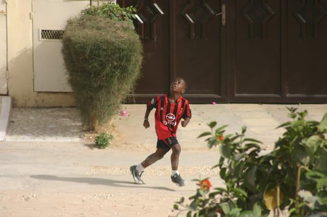 Enfant, foot et rue