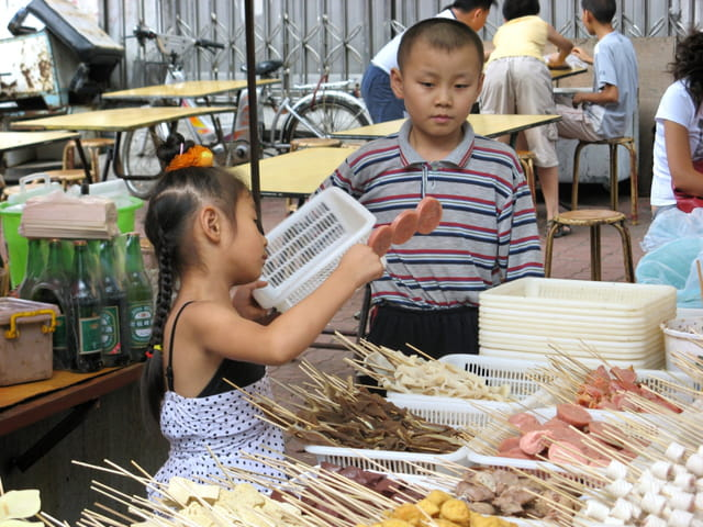 Enfants au marché
