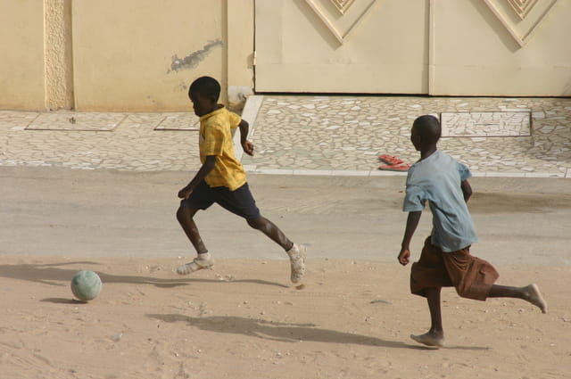 Enfants, foot et rue