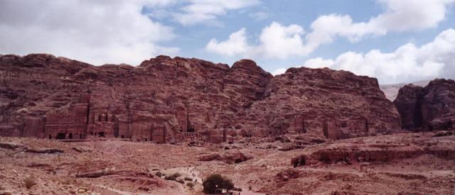 Enfilade de tombeaux royaux